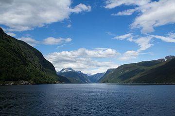 bergen landschap noorwegen von Ramon Bovenlander