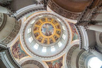 Die beeindruckende Decke des Hôtel des Invalides in Paris von Michel Geluk