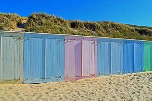 Kleurrijke strandhuisjes op het strand van Domburg