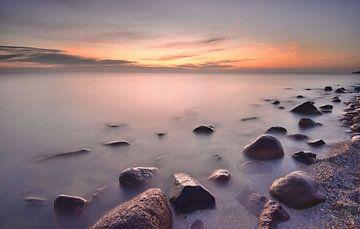 Stenen in het IJsselmeer van John Leeninga