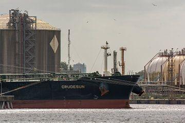 Tanker  Crudesun in de haven van Rotterdam. van scheepskijkerhavenfotografie