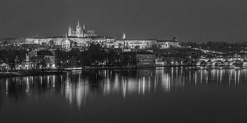 Prager Burg und Karlsbrücke am Abend - Prag, Tschechische Republik - 12 von Tux Photography