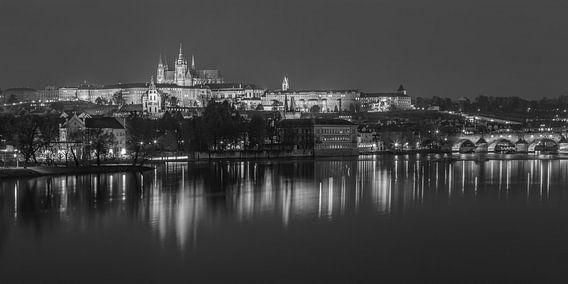 Praagse Burcht en Karelsbrug in de avond - Praag, Tsjechië - 12