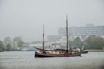 Boot die over het water vaart van Photography by Naomi.K