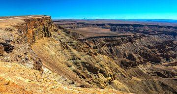 Steile wanden van de Fish River Canyon, Namibië van Rietje Bulthuis