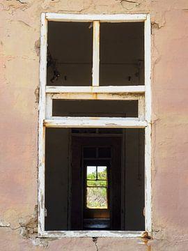 Verlaten gebouw op Aruba van Loes