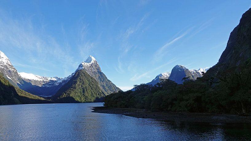 Zonsopgang bij Milford Sound in Nieuw Zeeland van Aagje de Jong