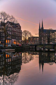 Zonsopkomst in Amsterdam van Romy Oomen