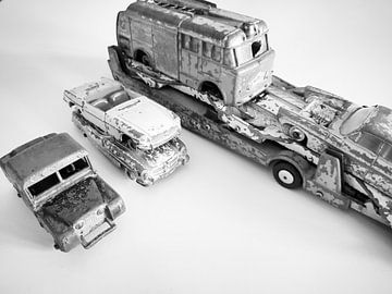 Dinky Toys uit het verleden. Vintage speelgoed autootjes van DESIGNED BY RIELA