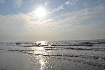 Sonne, Meer, Sand von Simone van der Heide
