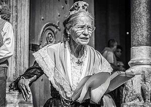 Straatportret vrouw in Arles van