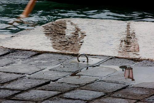 Spiegelung auf dem Boden von