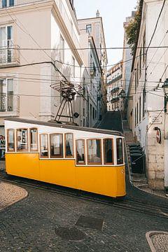 Gelbe Straßenbahn Lissabon (Ascensor da Bica)