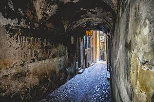 Die karastischen alten Straßen in den Bergdörfern von Frankreich