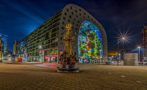 Het monument Ode aan Marten Toonder en de Markthal Rotterdam van