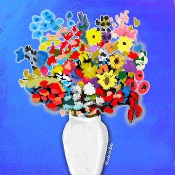 Bloemen in een vaas met blauwe achtergrond van