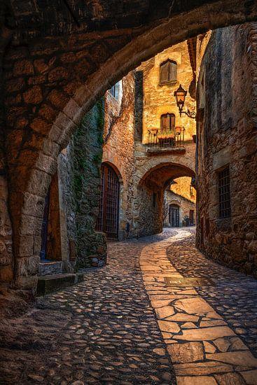 Gasse in Pals, Spanien