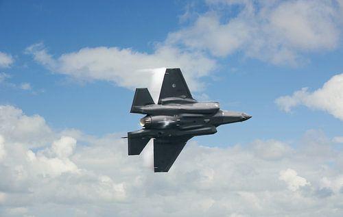 Fighter jet in the Sky van