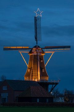 Verlichte nederlandse molen van Tonko Oosterink