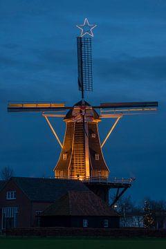 Verlichte nederlandse molen van