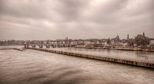 Uitzicht op de Sint Servaasbrug bij Maastricht