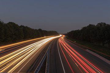 A1 snelweg tijdens blauwe uurtje van Agnes Schuiterd