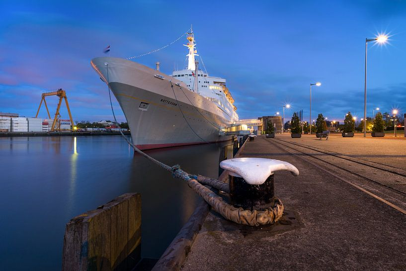 SS Rotterdam in het blauwe uurtje van Prachtig Rotterdam