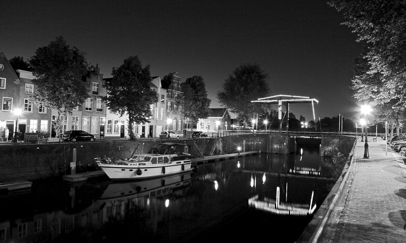 De Brede Haven van Den Bosch met verlichte ophaalbrug  van Jasper van de Gein Photography
