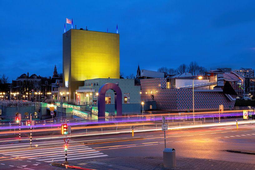 Groninger Museum bij avond van R Smallenbroek
