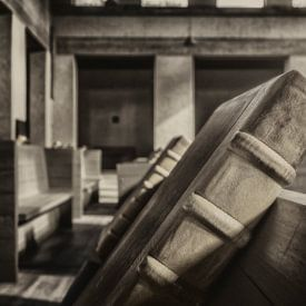 Zwart wit opname van koorboeken in Klooster Mamelis von John Kreukniet