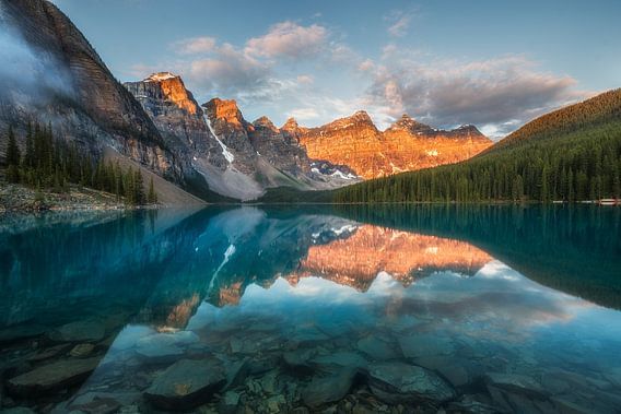 Zonsopkomst Moraine Lake Canada van Edwin Mooijaart