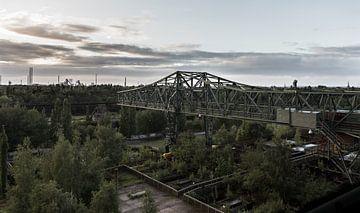 Oude werkloze kraan landschaftspark Duisburg van Stephan van Krimpen