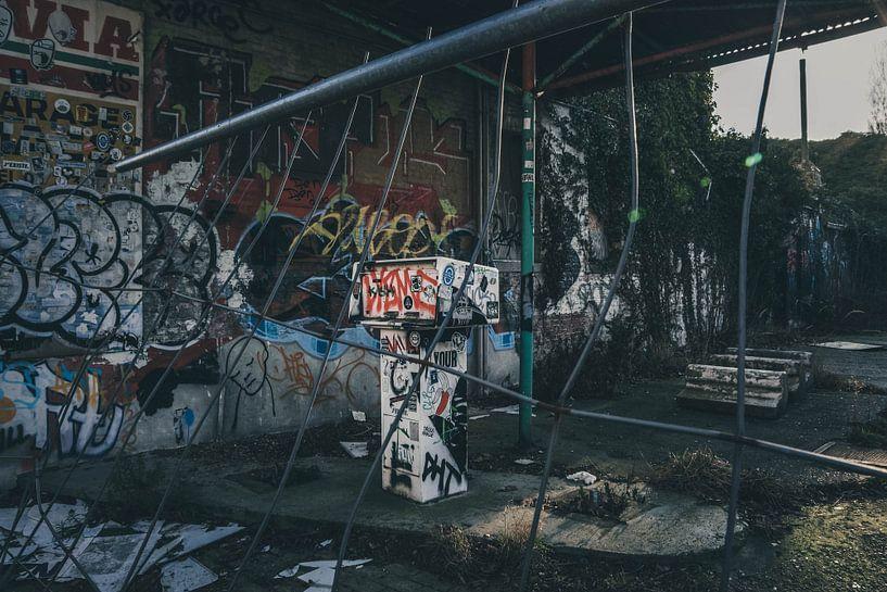 Verlaten tankstation van Lars Stoof