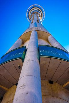 Sky Tower in de zon, Auckland van