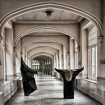 Girls (Ladies in monastery belgium) van Sense Photography
