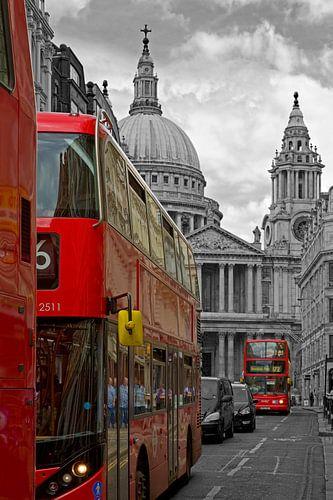 Bussen voor St. Paul's Cathedral te Londen van