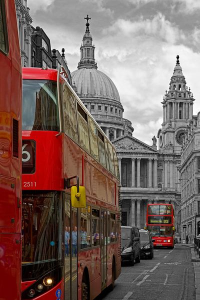 Bussen voor St. Paul's Cathedral te Londen
