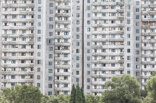 Grijs flatgebouw in de hoofdstad van Noord-Korea | Pyongyang