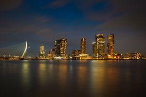 Skyline Rotterdam met Erasmusbrug en Kop van Zuid van Silvia Thiel