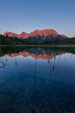 Klares Wasser und Gipfelglühen von Denis Feiner