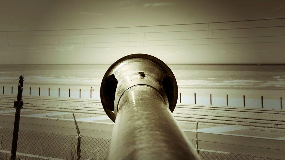 Een kanon aan de kust van Raversijde, Oostende.