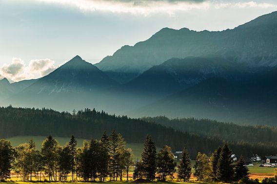 Prachtige luchten in de Oostenrijkse Alpen. Seefeld 2018 van Hidde Hageman