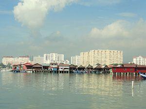 De drijvende Chinese wijk in Penang van