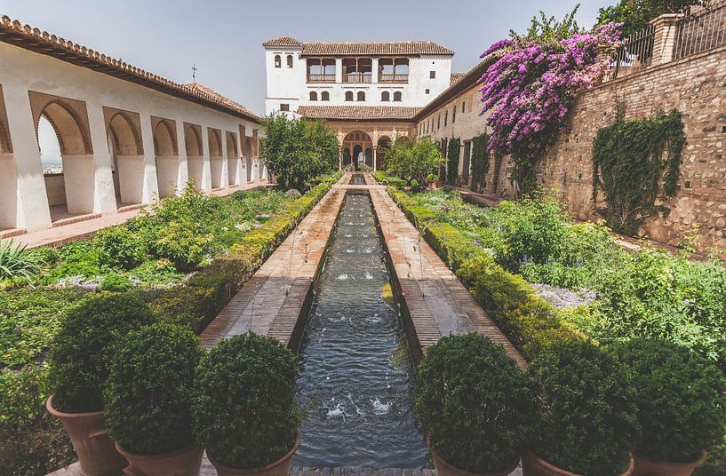 De Generalife villa van Alhambra  in Granada van Fotografiecor .nl
