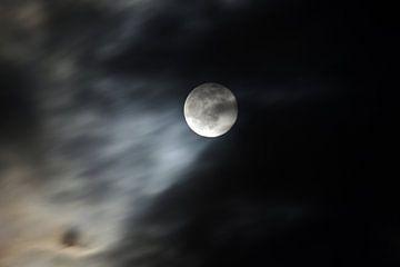 Volle maan en wolken van Anja Uhlemeyer-Wrona