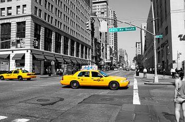 New York straatbeeld met Yellow Cabs. van Ton de Koning