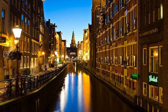 Nachtfoto Oudezijds Kolk te Amsterdam