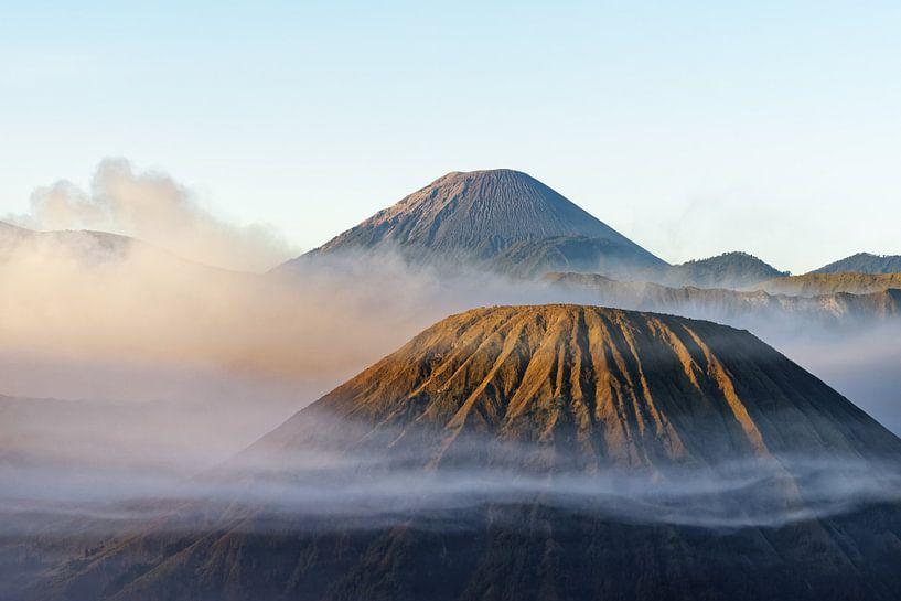 Morgenlicht am Vulkan Mt. Bromo von Ralf Lehmann