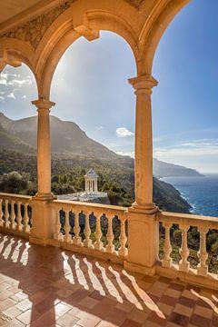 Uitzicht vanaf het Son Marroig herenhuis naar de kust, Mallorca van Christian Müringer