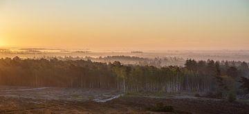 Een warme zonsopkomst op de hei van zeilstrafotografie.nl